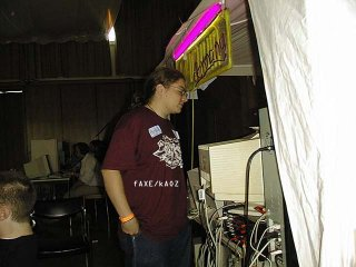 Faxe (Kaoz) at the Vacuum-tent  (18 kb)