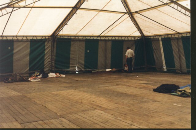 As a special feature they had a sleeping-tent this year. But it wasn?t as empty as this for all the party.  (64 kb)